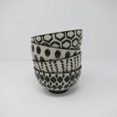 BOWLS BLACK AND WHITE SET OF 4